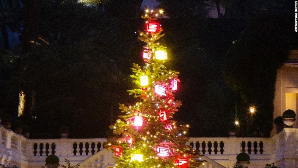 131210164518-christmas-trees---fendi-tree-rome-horizontal-large-gallery