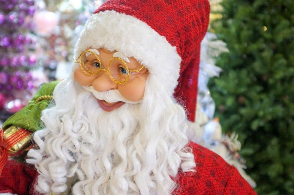 Diversos bonecos de Papai Noel para sua Decoracao de Natal na XMAS DECOR