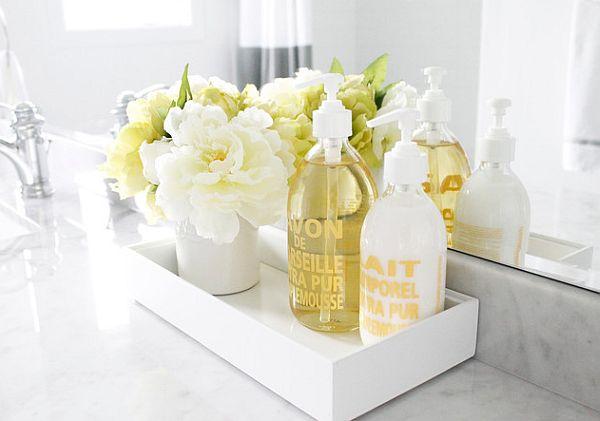 flor artificial no banheiro